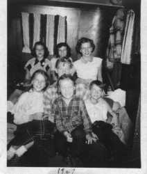 The Hungerford kids circa ? Jackie, Jan, Jimmy, Bill?, Jean, Jerri, Joyce..jpg